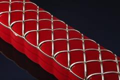 Contenitore rosso di gioielli su un fondo scuro Fotografia Stock Libera da Diritti