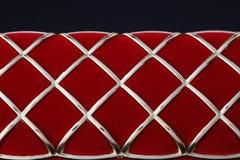 Contenitore rosso di gioielli su un fondo scuro Fotografie Stock Libere da Diritti