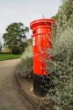 Contenitore rosso di posta della scatola di colonna Fotografia Stock Libera da Diritti