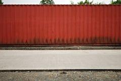 Contenitore rosso Van su una via Fotografia Stock