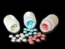 Contenitori aperti con le pillole Fotografia Stock