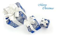 Contenitori blu di regalo su bianco Immagini Stock Libere da Diritti