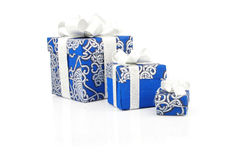 Contenitori blu di regalo su bianco Fotografie Stock Libere da Diritti