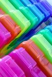 Contenitori colorati di arcobaleno per organizzare Fotografie Stock