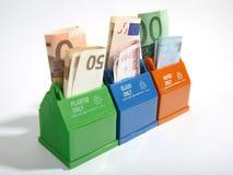 Contenitori con le banconote. Immagini Stock