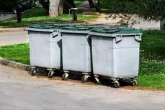 Contenitori dell'immondizia sul parco Fotografia Stock Libera da Diritti