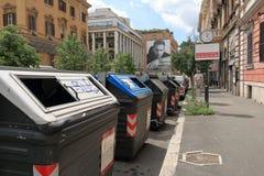 Contenitori dell'immondizia sulle vie a Roma Fotografia Stock Libera da Diritti