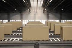 Contenitori di cartone sul nastro trasportatore Fotografie Stock