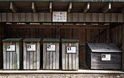 Contenitori di legno per la separazione dell'immondizia Immagine Stock Libera da Diritti