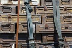 Contenitori di munizioni del metallo fotografie stock