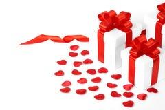 Contenitori di regali con i cuori del tessuto, concetto di giorno di biglietti di S. Valentino Immagini Stock