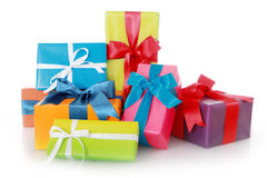 Contenitori di regalo assortiti isolati su fondo bianco Immagini Stock
