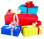 contenitori di regalo avvolti in carta variopinta Immagine Stock