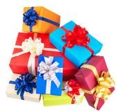 contenitori di regalo avvolti in carta variopinta Fotografie Stock Libere da Diritti