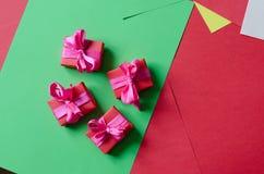 Contenitori di regalo avvolti variopinti Immagine Stock Libera da Diritti