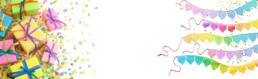 Contenitori di regalo colorati con i nastri variopinti Priorità bassa bianca lungo Immagini Stock