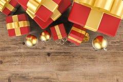 Contenitori di regalo con la vista superiore delle palle di natale Immagini Stock