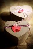 Contenitori di regalo con le etichette del cuore Immagini Stock Libere da Diritti