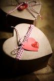 Contenitori di regalo con le etichette del cuore Immagine Stock Libera da Diritti