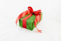 Contenitori di regalo della festa decorati con il nastro su bianco Fotografia Stock Libera da Diritti