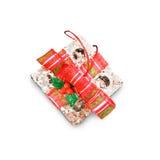 Contenitori di regalo di giorno del ` s del nuovo anno e di Natale, backg di bianco dei contenitori di regalo Immagini Stock Libere da Diritti