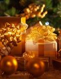 Contenitori di regalo dorati Immagine Stock Libera da Diritti