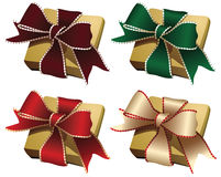 Contenitori di regalo dorati con gli archi Immagine Stock