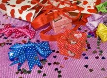 Contenitori di regalo e pacchetti del regalo Immagine Stock