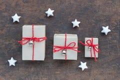 Contenitori di regalo fatti a mano su legno Fotografia Stock