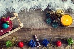 Contenitori di regalo, giocattoli di Natale, slitte Fotografie Stock Libere da Diritti