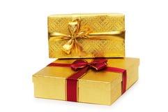 Contenitori di regalo isolati sui precedenti bianchi Immagine Stock