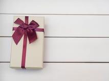 Contenitori di regalo legati con i nastri rossi Fotografia Stock Libera da Diritti