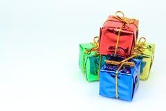 Contenitori di regalo rossi sulla cima Fotografie Stock