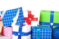 Contenitori di regalo su bianco Fotografia Stock