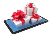 Contenitori di regalo su un pc della compressa Fotografia Stock Libera da Diritti