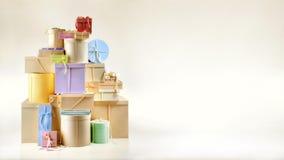 Contenitori di regalo sulla priorit? bassa dell'oro fotografia stock libera da diritti