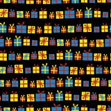 Contenitori di regalo in un modello senza cuciture di vettore di fila Presente con gli archi rossi, gialli e blu su un fondo nero illustrazione vettoriale
