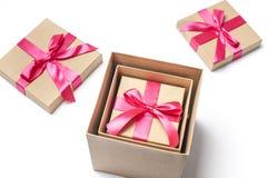 Contenitori di regalo in uno un altro Immagini Stock