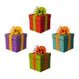 Contenitori di regalo variopinti con i bei nastri Immagine Stock