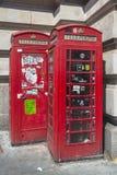 Contenitori di telefono rossi di Londra l'inghilterra Immagini Stock Libere da Diritti