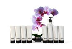 Contenitori e prodotti della stazione termale con l'orchidea Fotografia Stock