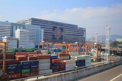 Contenitori in terminale di Hong Kong Kwai Chung Container fotografia stock libera da diritti