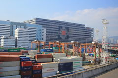 Contenitori in terminale di Hong Kong Kwai Chung Container fotografie stock