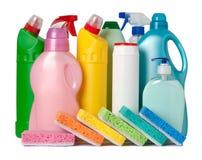 Contenitori variopinti dei rifornimenti di pulizia Immagini Stock Libere da Diritti