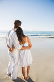 Content couple looking at the waves Royalty Free Stock Photos