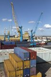 Contentores - porto da casca - Reino Unido imagens de stock