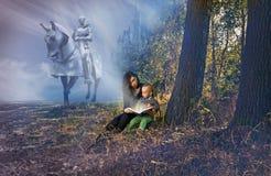 Contes de fées de lecture de mère et de fils Image stock