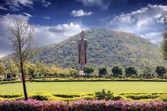Contesto della montagna di Buddha con il bello cielo immagine stock libera da diritti