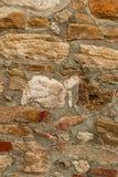 Contexte architectural superficiel par les agents solide vertical de grande chaux beige de blocs de lumière de fond de pierre photos libres de droits