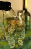 Contexte de versement de vin images stock